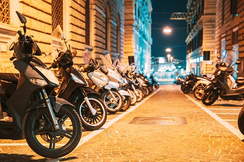 Pourquoi opter pour le déplacement en taxi moto ?